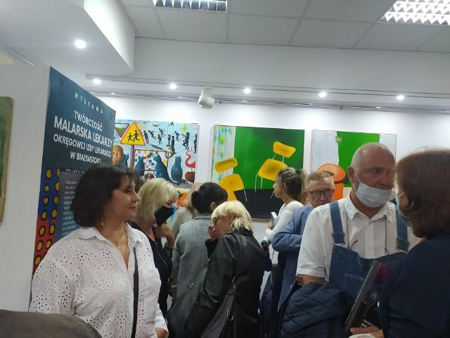 Tłumy mieszkańców miasta i regionu przybyło obejrzeć twórczość lekarzy z Izby Okręgowej w Białymstoku w Galerii Marchand.