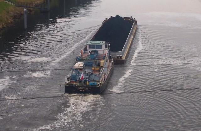 Pierwsza barka z węglem.