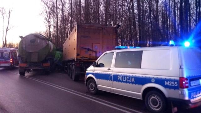 Zawady. Wypadek w powiecie łomżyńskim. Zderzyły się dwie ciężarówki