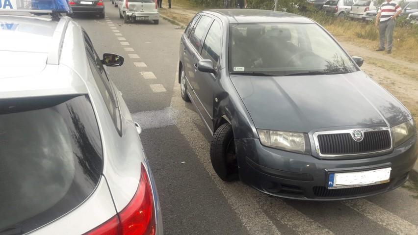 Nietrzeźwy kierowca uszkodził pięć zaparkowanych samochodów