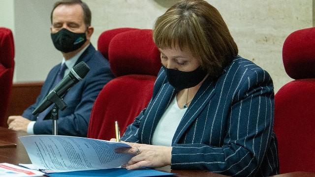 Podpisanie umowy pomiędzy Wojewódzkim Szpitalem w Przemyślu i Uniwersytetem Rzeszowskim.