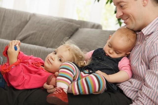Urlop tacierzyński często utożsamia się z urlopem ojcowskim. Niesłusznie, bo to dwa różne urlopy przysługujące pracownikowi ojcu