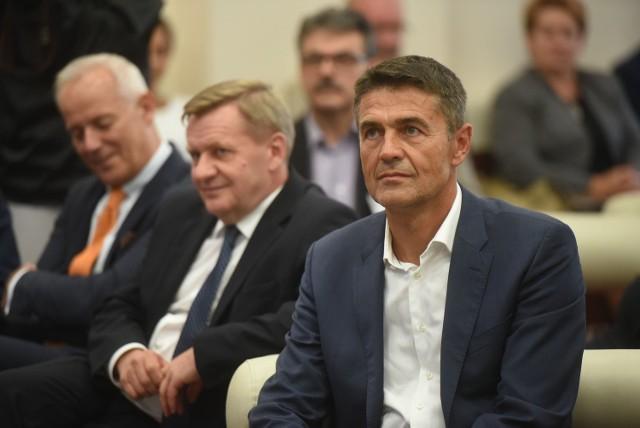 NGK Ceramics Polska: Japończycy inwestują miliony euro w Dąbrowie GórniczejGościem specjalnym inauguracji był  kierowca rajdowy Krzysztof Hołowczyc