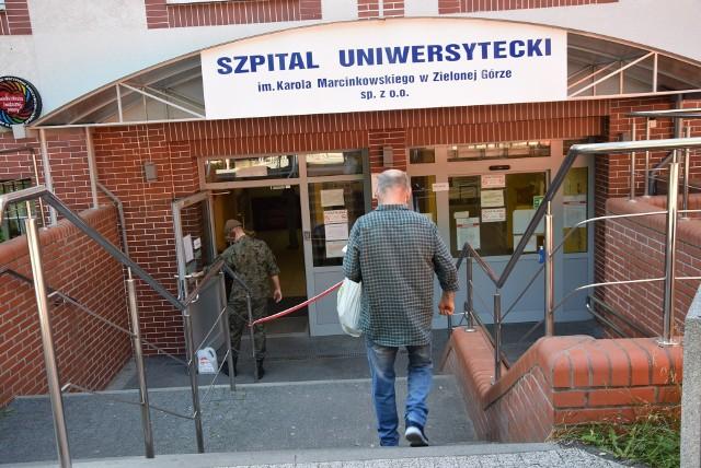 Sprawdzamy, ile osób z koronawirusem przebywa obecnie na oddziale zakaźnym Szpitala Uniwersyteckiego w Zielonej Górze. I przypominamy, że maseczki mogą uratować życie i zdrowie innych.