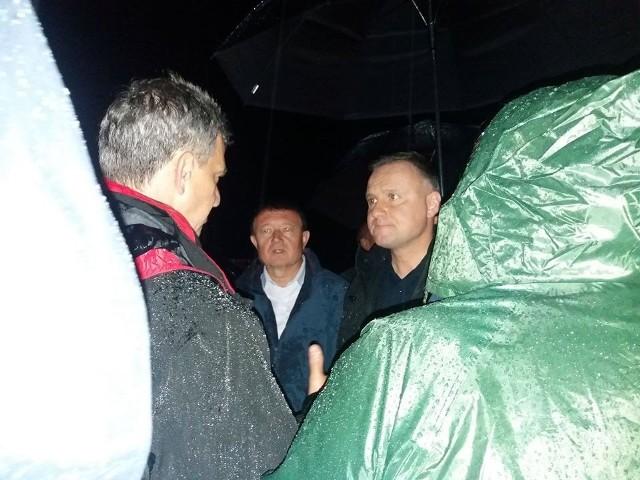 Prezydent Andrzej Duda odwiedził w nocy gminę Jodłownik. Była to  objazdowa wizyta, podczas której lokalni samorządowcy przekazali prezydentowi informacje o skali zniszczeń na Limanowszczyźnie.
