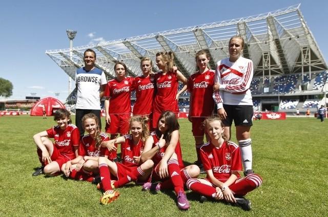 Finał Coca-Cola Cup w RzeszowieW wojewódzkim finale Coca-Cola Cup 2013 w Rzeszowie rywalizowało 8 drużyn żeńskich i 16 męskich.