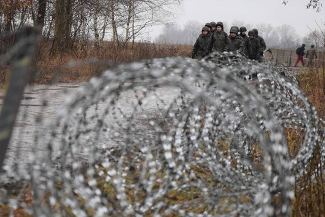 - Czy w związku z pogarszającą się sytuacją pandemiczną Ministerstwo Obrony Narodowej ma zamiar ograniczyć lub zawiesić ćwiczenia na poligonach wojskowych? - pytają poseł i senator z Inowrocławia.
