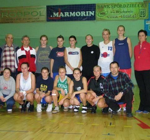 Jak przekonuje trener koszykarek UKS Jedynka Marmorin Wschowa, jego drużyna jest połączeniem młodości z doświadczeniem.