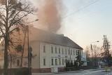 Gorzów Śląski. Mieszkańcy skarżą się, że tamtejsza szkoła kopci dymem i zatruwa otoczenie. To ma się zmienić