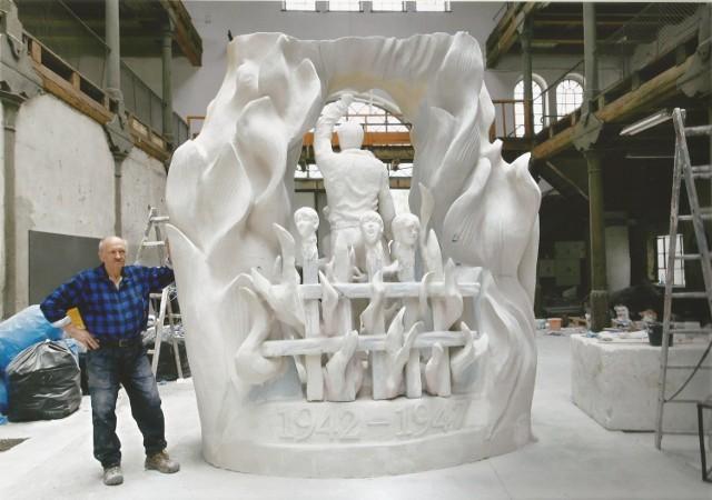 Pomnik Andrzeja Pityńskiego jest dosłowny i  drastyczny