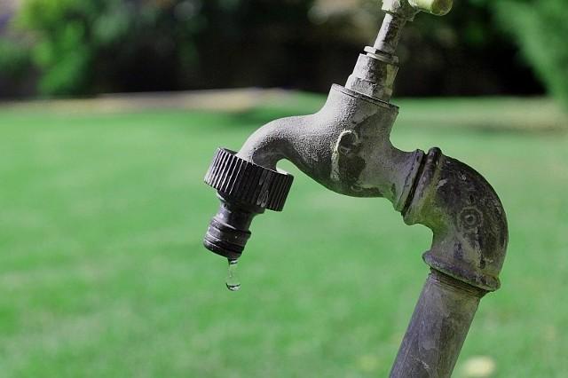 Ludzie w Mirocinie Średnim narzekają na stan wody w ich kranach.