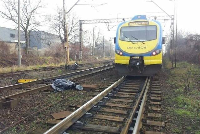 W tej chwili w związku ze śmiertelnym wypadkiem są utrudnienia w ruchu kolejowym.