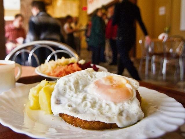 Bar Kaprys na bydgoskim Skrzetusku, należący do Spółdzielni Gastronomicznej, też miał dotację, ale zrezygnował.