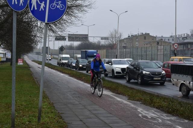 Z al. Jana Pawła II będzie można w 2021 r. skręcić w prawo, w drogę rowerową biegnącą wzdłuż ul. Obywatelskiej.