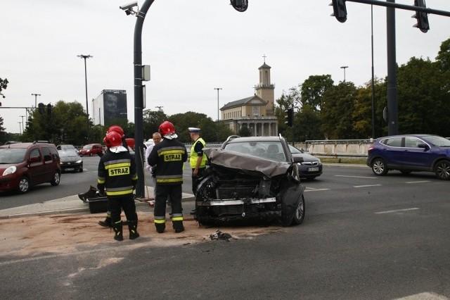 MIEJSCE  Nr. 1 skrzyżowanie ul. Żeromskiego i al. Mickiewicza. 13 wypadków oraz do 39 kolizji. W tym miejscu najwięcej też osób odniosło obrażenia – aż 18.