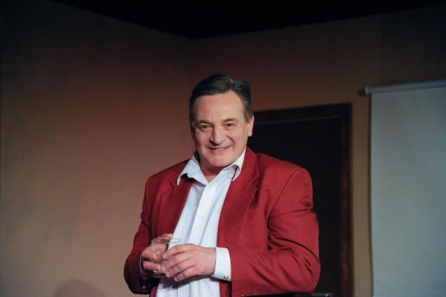 """b Nie zależało i dalej mi nie zależy na tym, by w teatrze mówić o sobie. Mam ciekawe życie, ale nie na tyle, żeby się nim chwalić – mówił """"Porannemu"""" o swoim monodramie Marek Tyszkiewicz."""