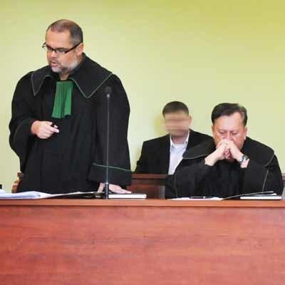 Obrońca oskarżonego Krzysztof Łopatowski złożył jednak wniosek o zwrócenie się przez sąd o powtórną opinię do Instytutu Medycyny Sądowej w Krakowie.