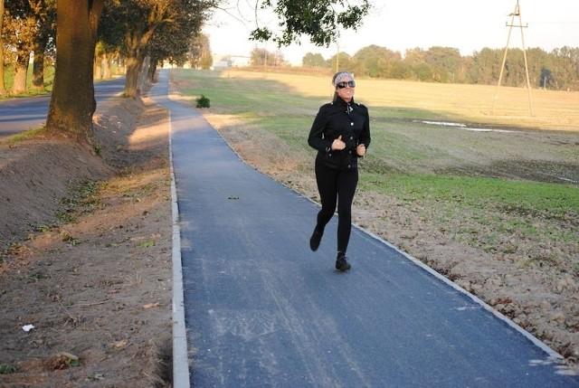 Ze ścieżek chętnie korzystają nie tylko miłośnicy jednośladów, ale także spacerowicze i uprawiający jogging.