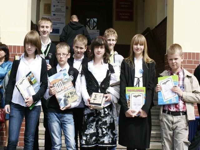 Na zdjęciu (od lewej): u góry: Jakub Ćwik, Adam Łapczyński; na dole: Natalia Czarnecka, Jakub Domagalski, Oliwia Wiśniewska, Dominika Golińska i Jakub Szulc