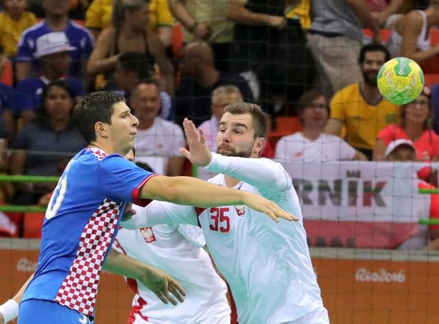 Mecz Polska - Chorwacja na igrzyskach olimpijskich w Rio de Janeiro. Z lewej Marko Mamić, z prawej Mateusz Kus.
