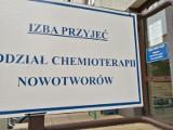 """Przerwane leczenie chorego na raka mieszkańca Debrzna. """"Teraz chemia jest przełożona, nie wiadomo na kiedy"""". Trwa zbiórka pieniędzy"""