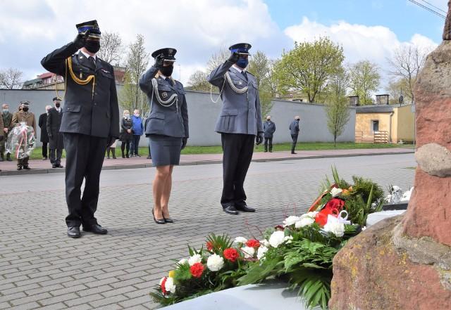 W 76. rocznicę zakończenia II wojny światowej delegacje złożyły kwiaty pod obeliskiem upamiętniającym ofiary hitlerowskiego obozu przejściowego na inowrocławskich Błoniach