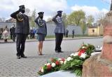 Inowrocław. Obchody 76. rocznicy zakończenia II wojny światowej. Delegacje złożyły kwiaty pod obeliskiem. Zdjęcia