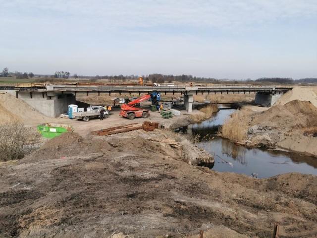 Tak wyglądają w ostatnich tygodniach prace na odcinkach drogi ekspresowej S5 powstających w województwie kujawsko-pomorskim.Przejdź do następnego zdjęcia ----->