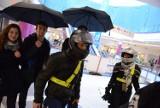 Flash mob w Poznań City Center. Sejf szoping w kaskach [ZDJĘCIA]