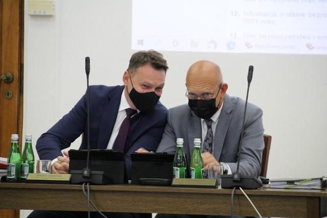 Dariusz Zagdański (po lewej) i Piotr Małysz podczas dzisiejszych obrad RM