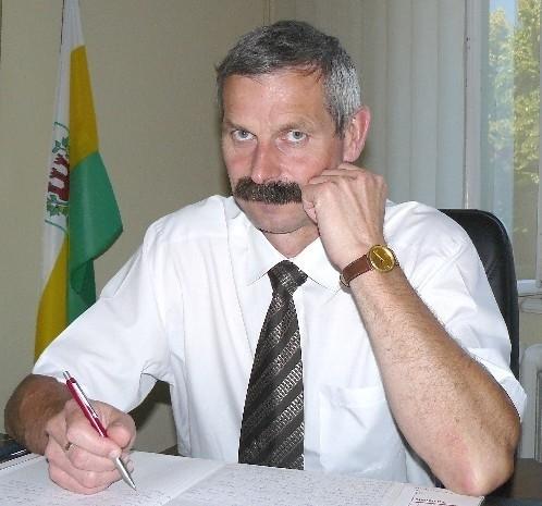 Roman Musiał ma 49 lat. Mieszka w Gorzyniu pod Międzychodem. Burmistrzem został w 2002 r., w latach 1995-1998 był wiceburmistrzem.