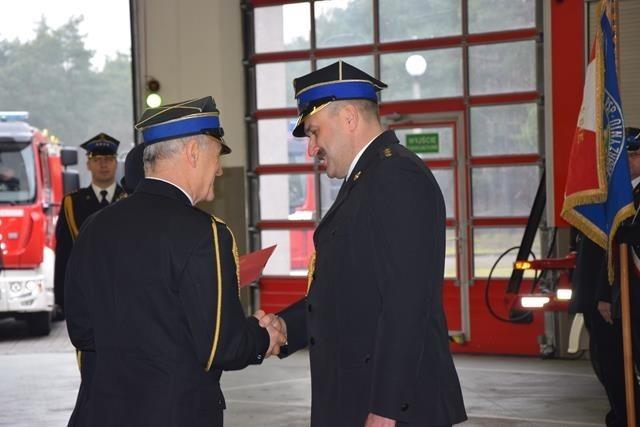 Podczas uroczystego pożegnania asp. sztab. Zbigniewa Gwarka na stanowisko zastępcy dowódcy JRG został mianowany kpt. Zenon Szwaracki