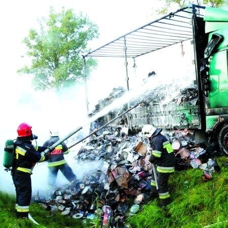 Kilka tygodni temu, we wsi Olszanka strażacy gasili płonącą ciężarówkę. Na szczęście w tym wypadku ofiar nie było.
