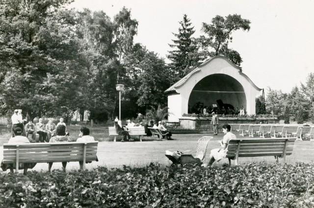 Wśród inowrocławian popularnym miejscem majówkowego wypoczynku był Park Zdrojowy, zwany Solankami