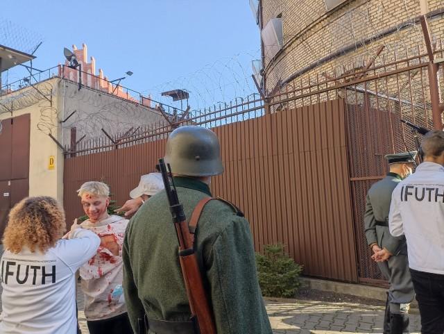 """Na zdjęciu - realizacja zdjęć do filmu pt.: """"Barbarka 1939"""", na terenie toruńskiego Okrąglaka."""