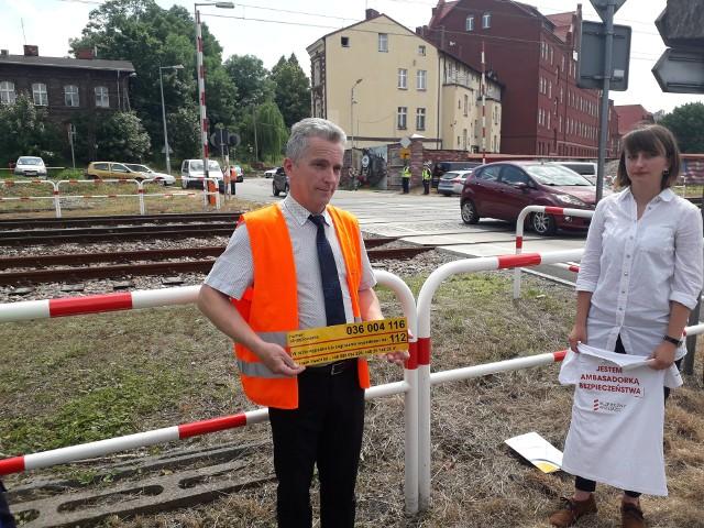 Akcja PKP Bezpieczny Przejazd w Sosnowcu. Zobacz kolejne zdjęcia. Przesuwaj zdjęcia w prawo - naciśnij strzałkę lub przycisk NASTĘPNE