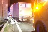 Wypadek na S1 w Sosnowcu. Samochód roztrzaskał się o wiadukt. Policja zamknęła drogę