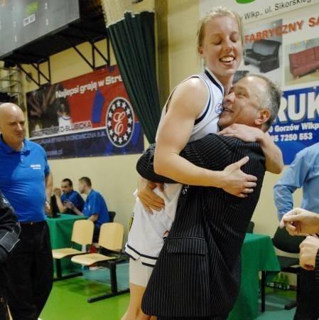 Ojciec i matka zwycięstwa, czyli Samantha Richards w objęciach gorzowskiego trenera Dariusza Maciejewskiego
