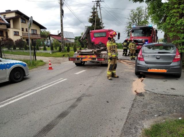Jeszcze groźniej wyglądał wypadek z 27 maja, kiedy na skrzyżowaniu ul. Mała Poręba  z Orła Białego zderzyła się ciężarówka z samochodem osobowym