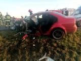 Groźny wypadek na drodze nr 35 Wrocław - Świdnica. Czołowe zderzenie z tirem [ZDJĘCIA]