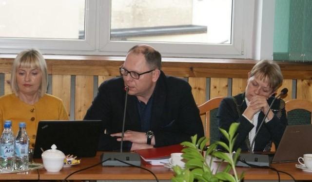 """W marcu tego roku radni podjęli uchwałę o przystąpieniu gminy do spółdzielni socjalnej Czersk. 13 było """"za"""", 5 - wstrzymało się od głosu"""