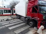 Zderzenie ciężarówki z tramwajem MPK! Zablokowany przejazd ul. Dąbrowskiego
