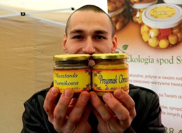 Wspaniały chrzan z mirabelką z Lubicza Dolnego, wiejskiej jaja z Jaksic, swojskie szynki i kiełbasy z Mirakowa - takie przysmaki na Wielkanoc można kupić prosto od rolnika za pośrednictwem e-bazarku. Ceny wyższe niż w marketach, ale jakość i smak niepowtarzalne.Zobacz przykładowe wielkanocne oferty na e-bazarku w Kujawsko-Pomorskim >>>>Czytaj dalej. Przesuwaj zdjęcia w prawo - naciśnij strzałkę lub przycisk NASTĘPNE