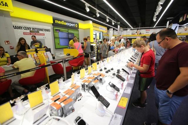 Zobacz, jakie sprzęty elektroniczne kupisz za maksymalnie 50 złotych w sklepach Media Expert, Empik i Lidl.