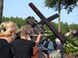 Święta Woda. Góra Krzyży. Na kalwarii nowe krzyże ustawili pątnicy. Każdy przybył osobno (zdjęcia)
