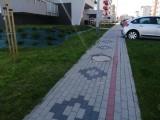 Miasto buduje kolorowe chodniki, a firmy budowlane je demolują [ZDJĘCIA]