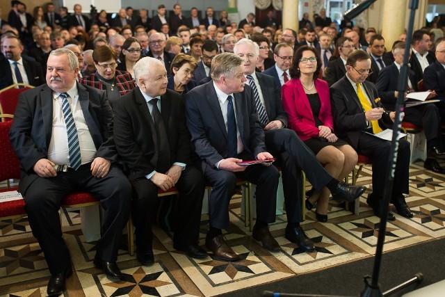 Rozmowy o rolnictwie z unijnymi politykami w Jasionce k. RzeszowaKonferencja w Jasionce k. Rzeszowa to jedna z najważniejszych inicjatyw poświęconych tematyce rozwoju obszarów wiejskich. Odbywa się cyklicznie od 2011 r. Organizatorem jest FEFRWP.