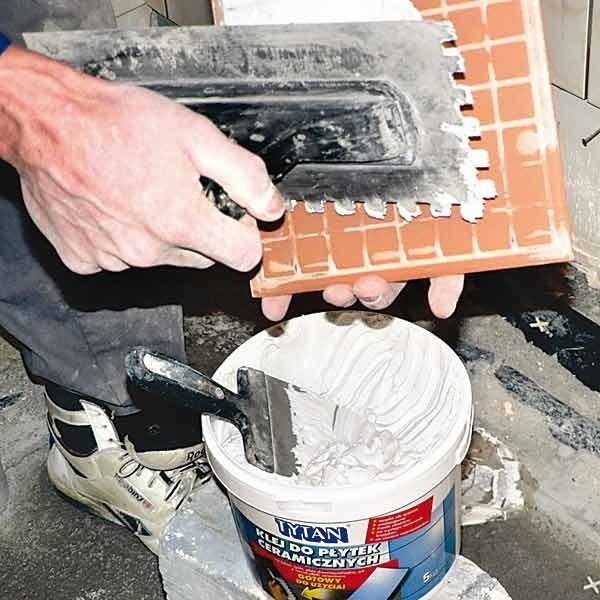 Są już nowoczesne preparaty, które izolują taras i służą jednocześnie do przyklejania płytek.