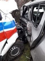 Wypadek z udziałem karetki na Dolnym Śląsku, dwie osoby ranne (ZDJĘCIA)