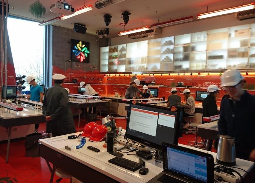 Białostoccy uczniowie eksperymentowali w Centrum Nauki...